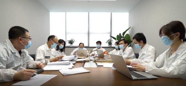 时空道宇CEO王洋与技术研发团队