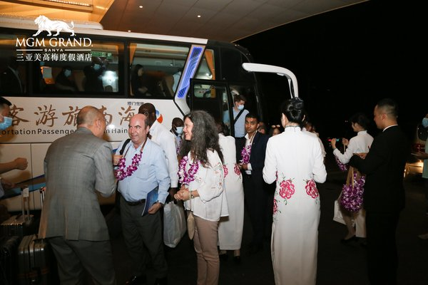 三亚美高梅度假酒店行政管理团队欢迎访琼使节团