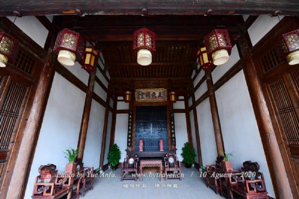 该故居于2006年公布为全国重点文物保护单位,现作为福州地方戏剧演艺场。位于衣锦坊东口北侧4号,创建于明万历年间(1573-1620),原是郑姓住宅;清道光年间(1821-1851)为孙翼谋家族所有,以后长期都有孙氏子孙居住。经过多次重修,成为三座毗连、全坊最大的宅院。